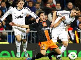 Modric (li.) und Benzema vs. Parejo
