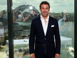 """Vertragsunterzeichnung mit Blick auf Sydney: Alessandro del Piero am Donnerstag in seiner """"zweiten Heimat""""."""