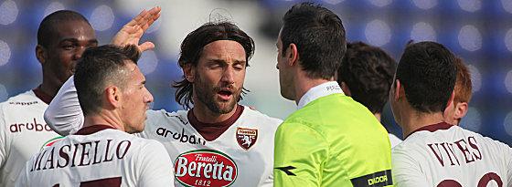 Gesprächsbedarf: Am Ende neun Turiner waren nicht immer einverstanden mit den Entscheidungen des Referees.