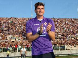 Die Fans der Fiorentina hat er schon hinter sich: Mario Gomez im Stadion von Florenz.