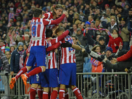 Die Atletico-Profis jubeln mit Doppeltorschütze Diego Costa