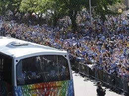 Feierstimmung: Die Fans von Deportivo La Coruna jubeln ihren Spielern zu und freuen sich nun auf Duelle gegen Real, Barça & Co.
