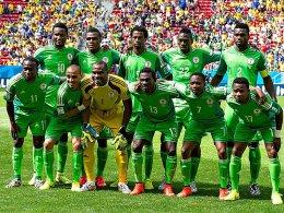 Nigerias Nationalmannschaft (hier vor der WM-Partie gegen Frankreich) kann nun doch wieder an internationalen Wettbewerben teilnehmen.