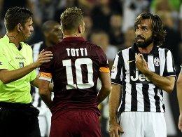 Schiedsrichter Gianluca Rocchi, Francesco Totti und Andrea Pirlo