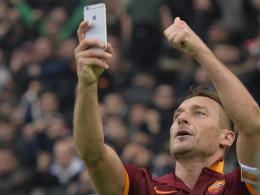 Ein Moment für die Ewigkeit? Francesco Totti beim Selfie.