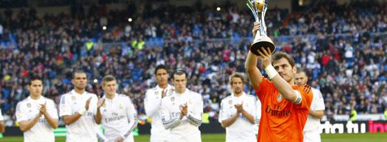 Titelverteidigung in Japan? Reals Iker Casillas mit dem Pokal nach dem Gewinn der Klub-WM im Januar.