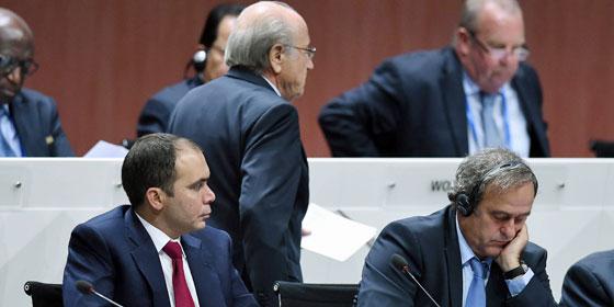 Widersacher: Prinz Ali bin al-Hussein (li.) und Michel Platini fordern Sepp Blatter heraus