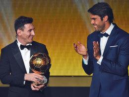 Gekommen, um wieder abzuräumen: Lionel Messi (l.) nahm den Preis von Kaka entgegen.