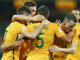Australien und Japan feiern deutliche Siege