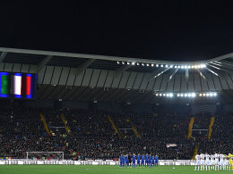 Italien und Spanien remis - Skibbe siegt erstmals