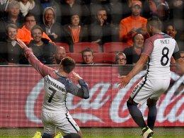 Ausgelassener Jubel: Frankreichs Antoine Griezmann (li.) freut sich über das 1:0.