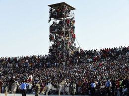 Stadion v�llig �berf�llt: Nigeria entgeht Katastrophe