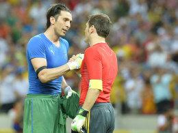 Zwei der ganz Großen: Italiens Gianluigi Buffon (l.) mit Iker Casillas.