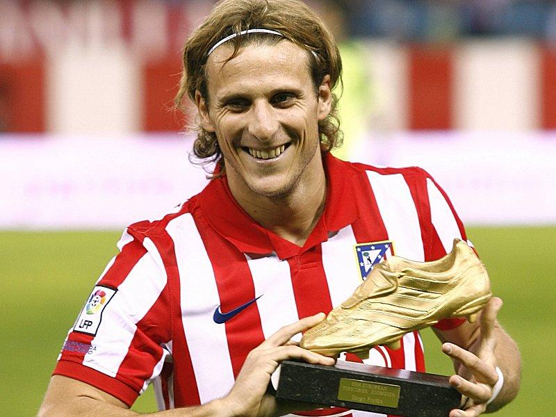 Forlan mit dem Goldenen Schuh im Trikot Atletico von Atletico Madrid