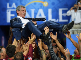 Europameister-Trainer Santos verl�ngert