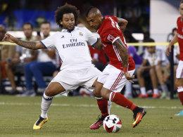 Marcelo (l., Real Madrid) gegen Arturo Vidal (FC Bayern)