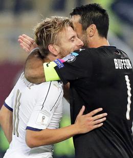 Ciro Immobile und Keeper Gianluigi Buffon