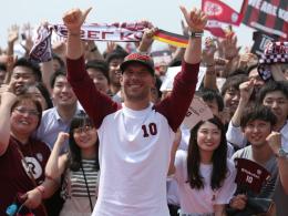 Podolski: Riesenempfang und Kobe-Rind