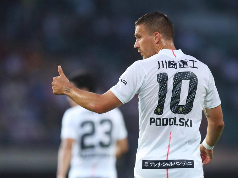 """""""45 Minuten Training"""": Podolski spielt erstmals für Kobe ..."""