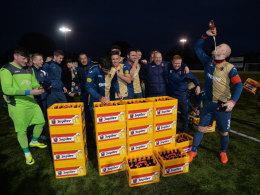 Rekord gebrochen! Ajax schickt Fünftligisten 27 Kästen Bier