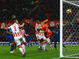 Rekordschütze Rooney rettet United-Serie