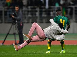 Elfenbeinküste gegen Senegal nach Platzsturm abgebrochen