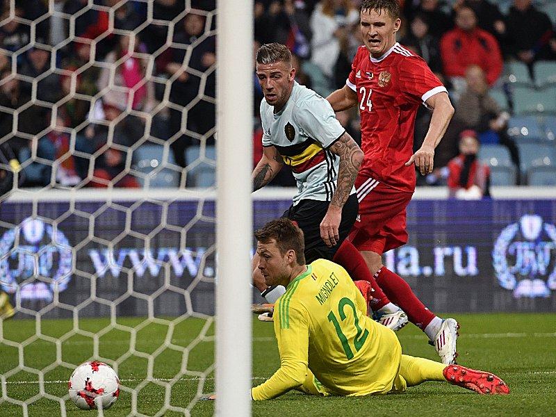 Frankreich gegen England: Erfolg für Videoschiedsrichter