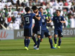 Tomiyasu köpft Japan weiter - Australien dankt Leckie