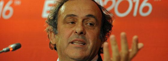 Michel Platini hat für die WM in katar gestimmt, doch im Juni kann man dort laut dem Franzosen nicht Fußball spielen.