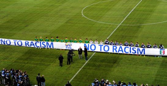 Vor dem Spiel zwischen Braislien und Italien in Genf erteilten alle Beteiligten dem Rassismus ein klare Absage.