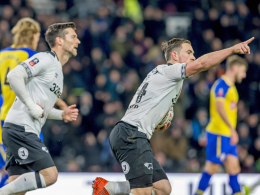 2:0 verspielt: Hasenhüttl-Elf muss gegen Derby County nachsitzen