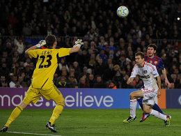 Messi lupft zum 3:0 ein.