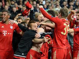Finale dahoam! Die Bayern feiern den Einzug ins Endspiel.