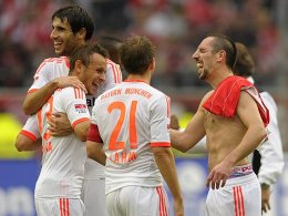 Mit der guten Laune vom Düsseldorf-Spiel zum wichtigen CL-Auftritt nach Lille: Franck Ribery (re.) und seine Teamkollegen.