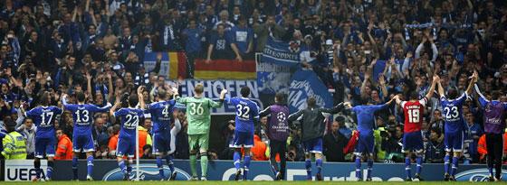 Zeugen eines historischen Siegs: Schalke bescherte seinen Fans nach dem Derbysieg einen weiteren Höhepunkt.