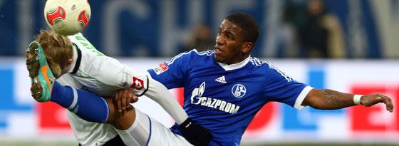 Der Schalker Jefferson Farfan, hier gegen Gladbachs Wendt, muss das Montepellier-Spiel sausen lassen.
