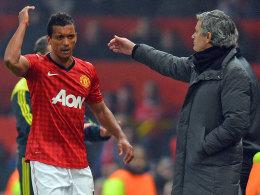 Nani ist sichtlich sauer, da hilft auch der Trost von Real-Trainer Mourinho nichts.