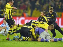 Als der Wahnsinn seinen Lauf nahm: Der BVB jubelt über das 3:2 in der Nachspielzeit.