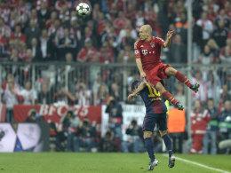 Arjen Robben überspringt Jordi Alba