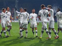 Joker Mandzukic (Nr. 9) sorgte für das 1:0 der Bayern in Pilsen.