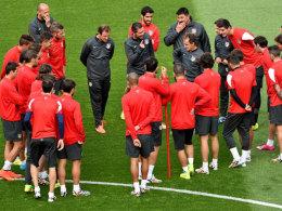 Die Mannschaft vertraut und folgt ihm blind: Simeone schwört Atleticos Spieler auf das Finale ein.