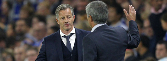 """Stolzes Abklatschen mit dem """"Special One"""": Jens Keller und José Mourinho."""
