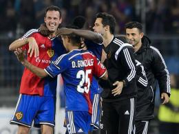Marco Streller (li.) sorgte für den Sieg gegen den FC Liverpool und folglich für gute Laune.