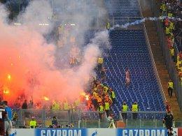Fehlverhalten in Rom: Anhänger von ZSKA-Moskau warfen Bengalos und skandierten rassistische Parolen.