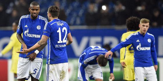 Die Schalker Profis sind bedient - 0:5 gegen Chelsea.