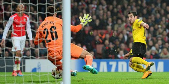 Dortmunds Mkhitaryan scheitert an Martinez.