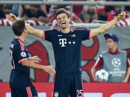 Ist derzeit nicht zu stoppen: Bayerns Toptorjäger Thomas Müller, hier rechts neben Philipp Lahm.