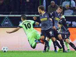 Johnson (M.) holt Aguero von den Beinen