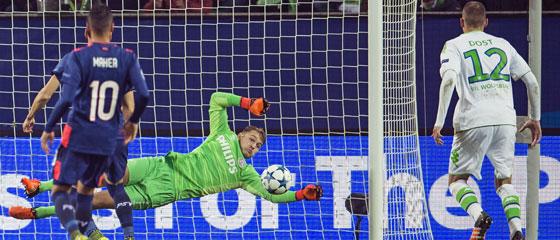 Wolfsburgs Dost traf per Abstauber zum 1:0 gegen Eindhoven.