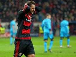 Zum Verzweifeln: Leverkusen vergab reihenweise Chancen, Calhanoglu ärgert sich zurecht.